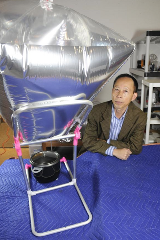 File:California Sunlight inflatable solar cooker, 12-29-14.png