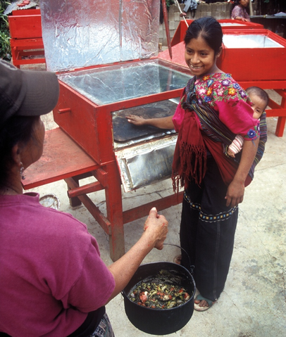 File:CASEP solar box oven user in Guatamala, 5-21-15.png