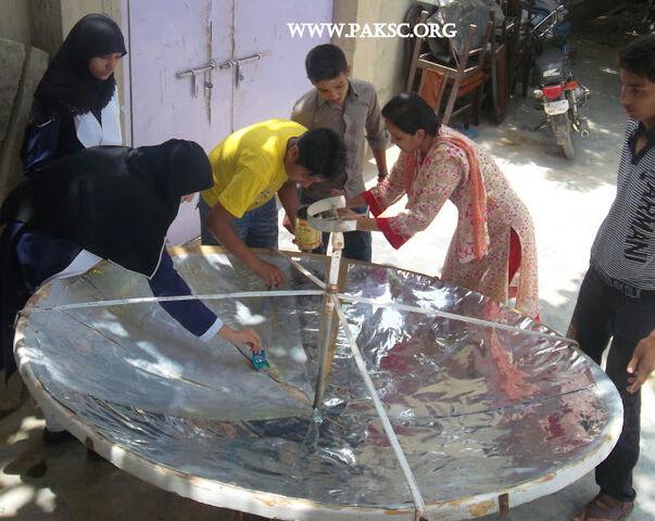 File:Para bolic solar cooker remaking school students (18).JPG