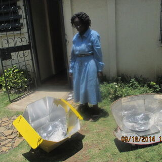 Mama solar cooking with solar in her home in Nairobi.