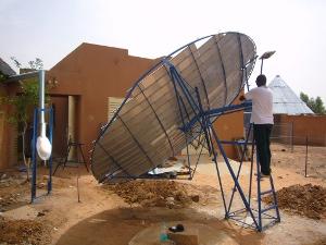 File:10 m² Scheffler Reflector for pasteurisation at solar off grid dairy.JPG