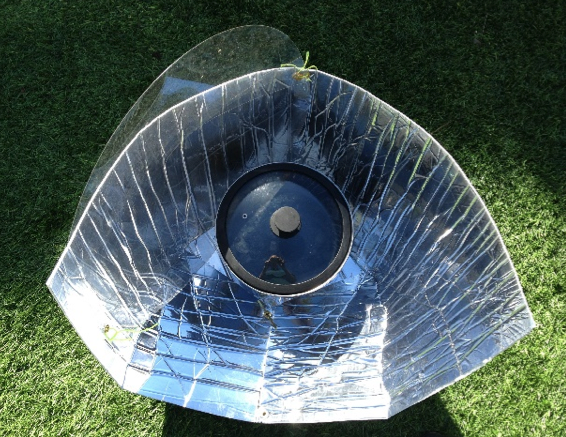 File:Haines Solar Cooker with cover, 11-17-14.png