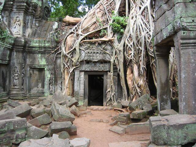 File:Adventure-in-Cambodia ruins.jpg