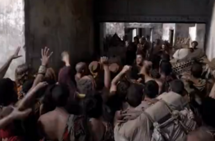 Agron sorting the crowds S3E04