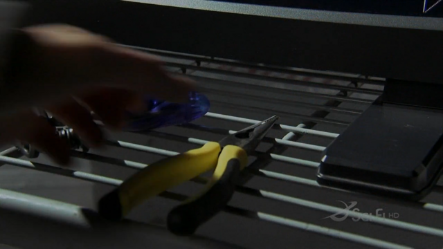 File:Pliers.png