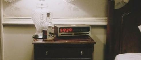 File:Room 1408's Radio Clock.jpg