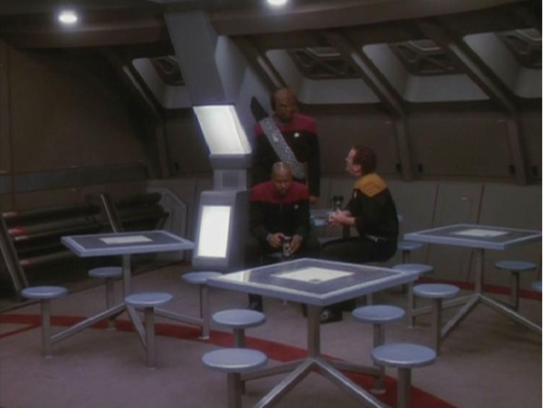 File:USS Defiant mess hall.jpg