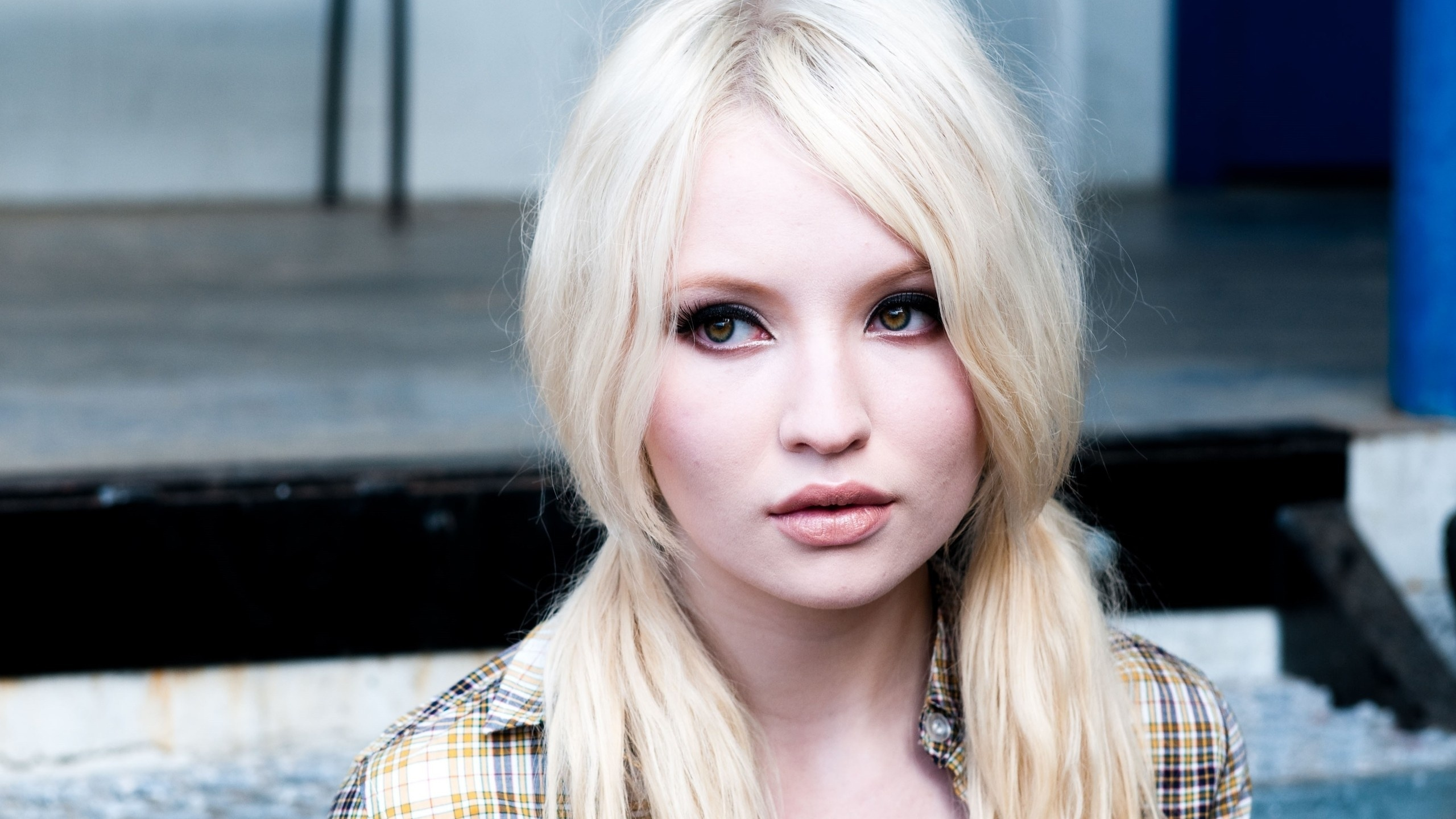 Emily Browning  Emily Browning