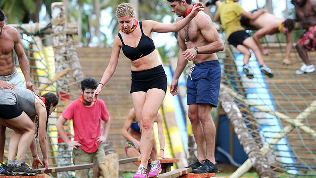 File:Australian-Survivor-Episode-1-Throw-One-Over-Immunity-Challenge-Aganoa-Tribe---Phoebe-and-Rohan.jpg