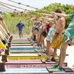 Enil Edam competes for Individual Immunity.
