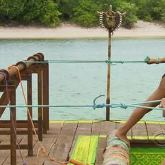 Dawn and Brenda compete for Immunity.