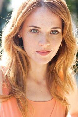 Katie-Leclerc-3-550x824