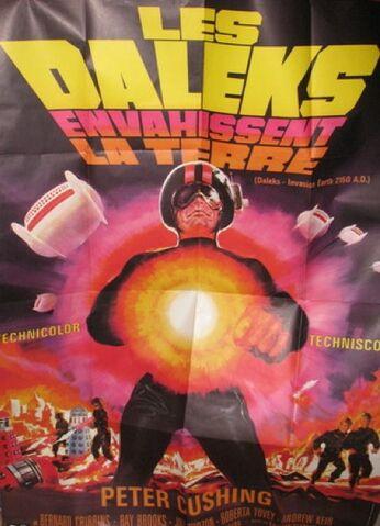 File:Les Daleks Envahissent La Terre poster.jpg