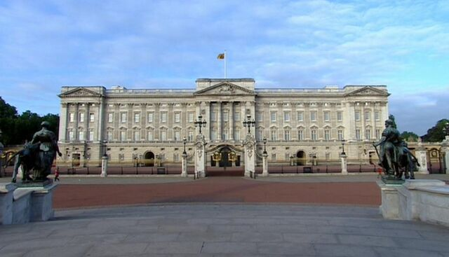 File:Buckingham Palace.jpg
