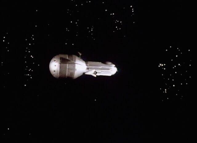 File:Vogan rocket next to Cybership RotC.jpg