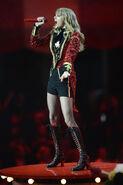 Taylor+Swift+MTV+EMA+2012+Show+Wj-TbWoy0zZl