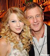 Taylor-swift-scott-swift-dad-200-mwo072309