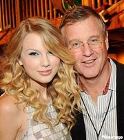 Taylor-swift-scott-swift-dad-200-mwo072309.jpg