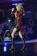 Taylor+Swift+MTV+EMA+2012+Show+lmTTUDhyqu8l