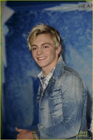 Ross at Frozen premiere (3)