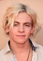 Ross-lynch-homecoming-king