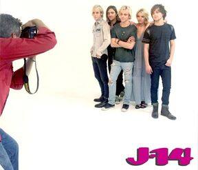 R5-behind-the-scenes-photoshoot-4