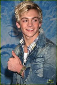 Ross at Frozen premiere (9)