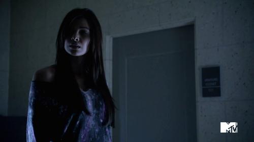 Teen Wolf Season 3 Episode 2 Felisha Terrell Kali smells Allison and Ammonia
