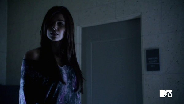 Teen Wolf Season 3 Episode 2 Felisha Terrell Kali smells Allison and Ammonia