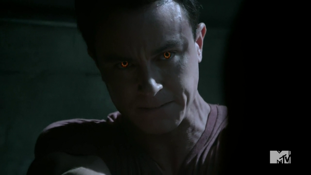 Datei:Teen Wolf Season 4 Episode 11 A Promise to the Dead Parrish eyes.png