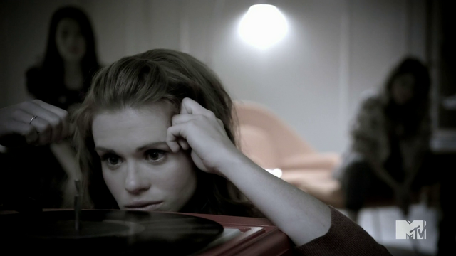 Datei:Teen Wolf Season 4 Episode 5 IED Lydia Listnes.png