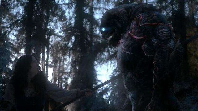 Datei:Teen-Wolf-Season-5-Episode-18-Maid-of-Gevaudan-kills-beast.jpg