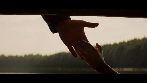File:Tg-pops-film-sarah-hand.jpg