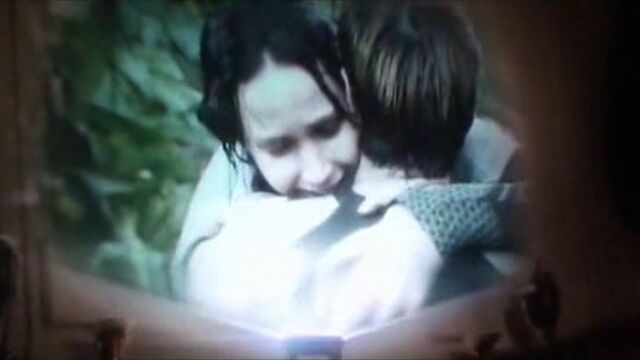 File:Katniss and Peeta hug.jpg