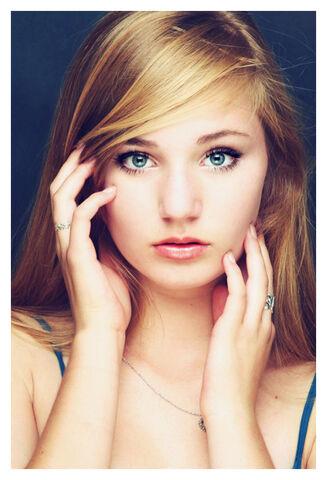 File:Innocent-blond-girl-with-blue-eyes.jpg