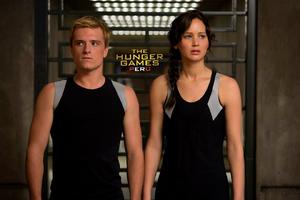 Peeta-katniss-catching-fire training
