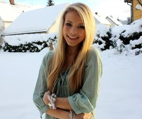 Blonde-pretty-snow-winter-Favim com-364112