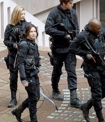 File:Katniss+gale+cressida+boggs.JPG