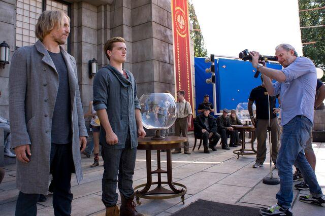 File:Haymitch Peeta Francis BTS-catchingfire.jpg