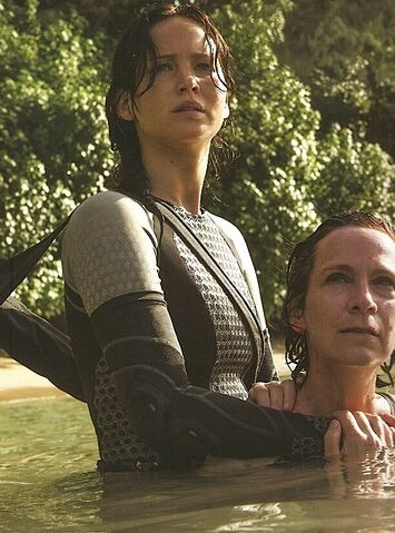 File:Katniss wiress.jpg