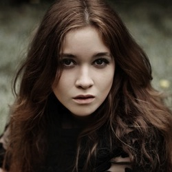 File:Alice englert.jpg