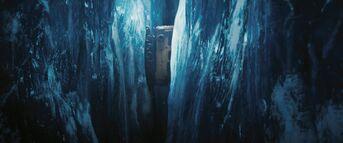 Snowcat falls into crevasse - The Thing (2011)