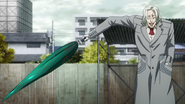 Kureo taking out a quinque