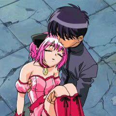 Aoyama holding an unconsious Ichigo