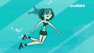 Gwen Underwater