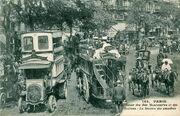 CM 104 - PARIS - Carrefour des Bds Montmartre et des Italiens - La station des omnibus