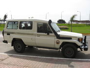 TOYOTA Land Cruiser HZJ75-03