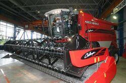 Challenger (AGCO-Nefaz)(red) combine - 2009