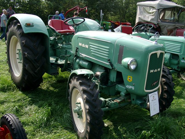 Guy On Tractor : Man r allrad tractor construction plant wiki