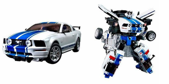 File:BTWheeljack toy.jpg